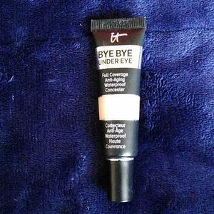 It cosmetics, bye bye under eye Corrector